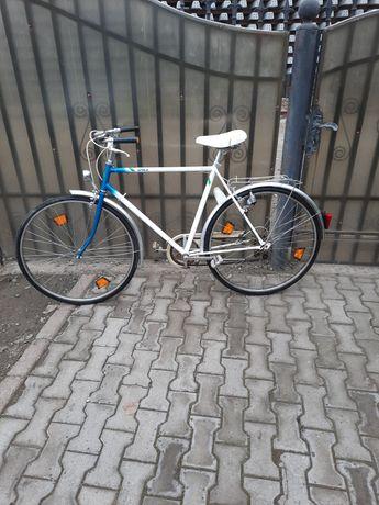 Bicicleta cu roti de 28