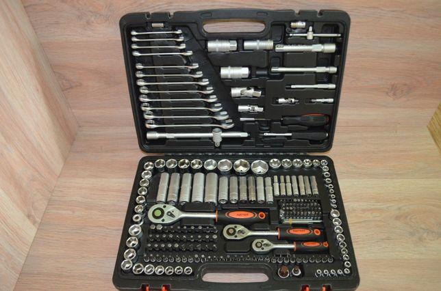 Набор ключей и инструментов Partner 218пр