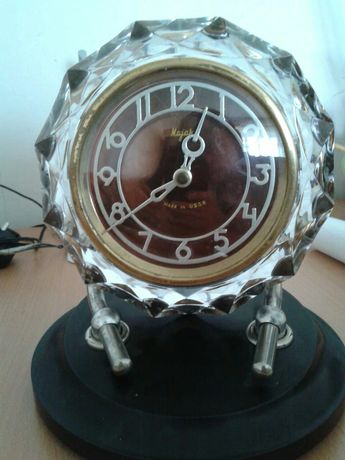 Часы очень красиво для любого интерьера СССР.