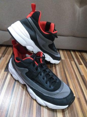 Adidasi mărimea 40 culoare gri/ alb/ negru