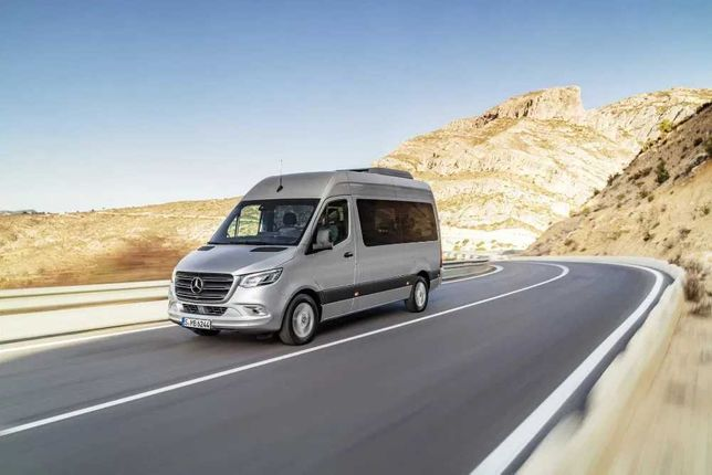 inchiriez microbuze sau autocare , transport persoane