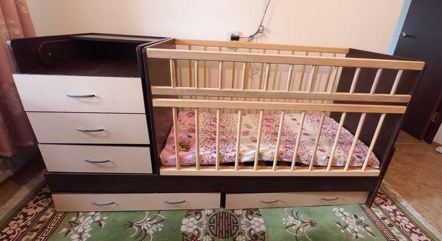 Продам детскии кровать