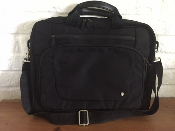 Victorinox черна чанта за лаптоп