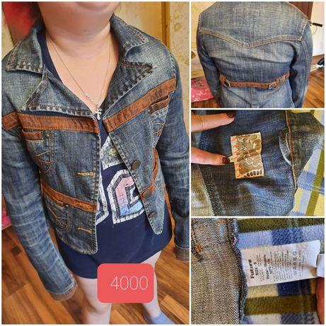 Продам джинсовый пиджак S рр