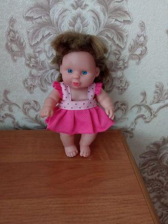 Красивая куколка.