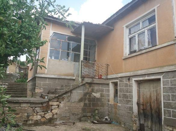 Две къщи в село Райкова Могила