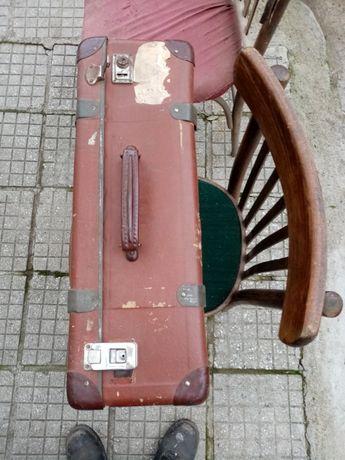 Куфар ретро антикварен.