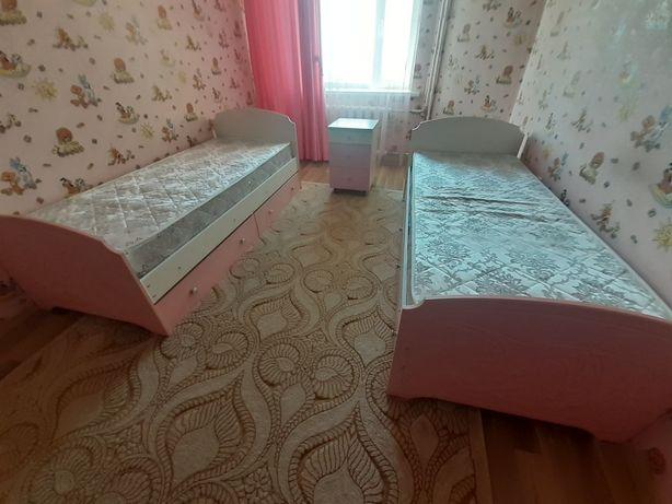 Продам кровати 2 шт. и тумбочку в хорошем состоянии. 60000тг, сделаем