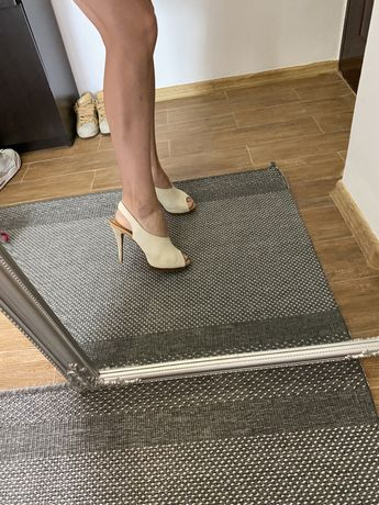 Sandale crem Zara
