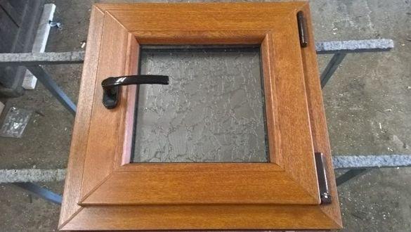 Прозорец за баня, пвц прозорец 50х50 златен дъб