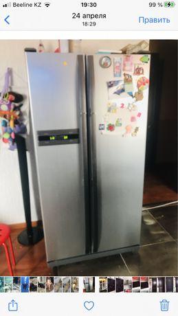 Холодильник side by side двухдверный