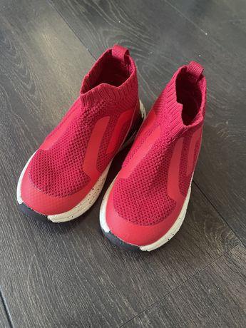 Детски маратонки тип чорап на Зара