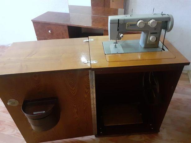 Швейная машина в