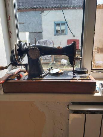 Советские швейные машинки две штуки