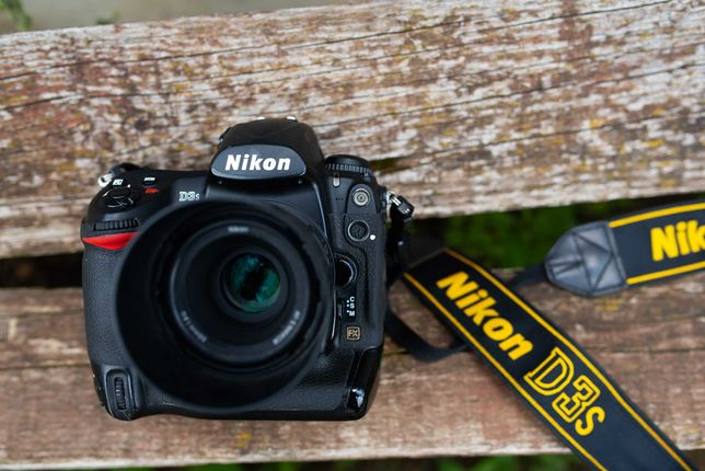 Nikon D3s Full Box cu acumulatori, carduri si blit Godox 685N