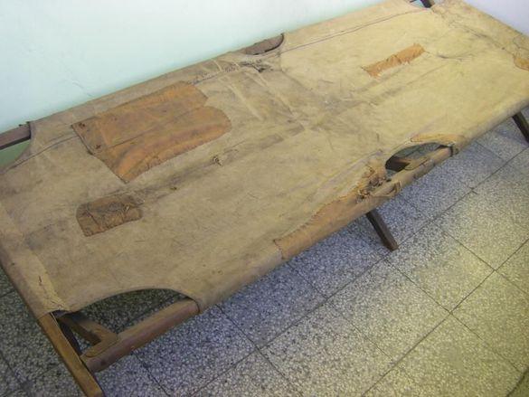 Стара военна кушетка, креват