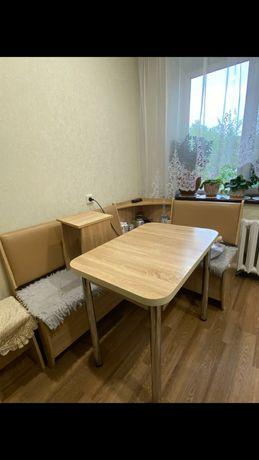 Кухонный угловой диван и стол