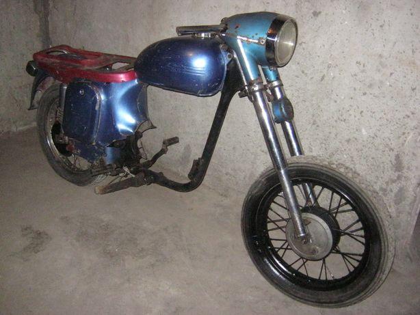 motocicleta Jawa 250