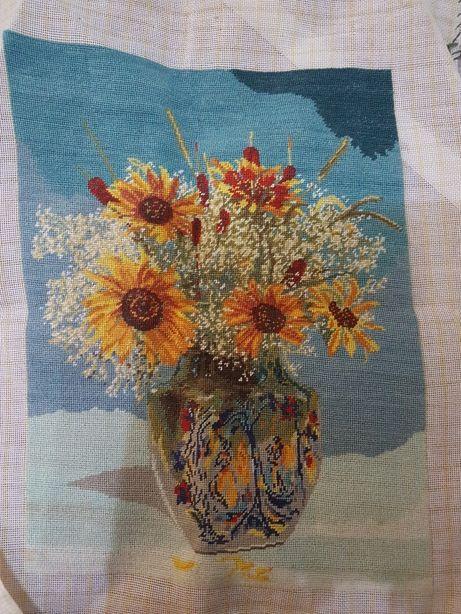 Goblen: vaza cu flori