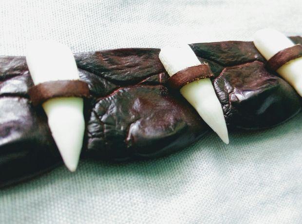 Bratara Unicat din Piele de Crocodil cu 4 Dinti de Crocodil