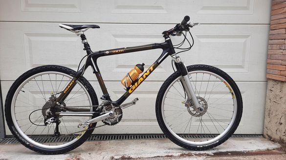Планински карбонов велосипед GIANT