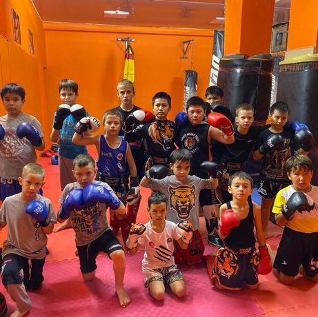 Тренировки по тайскому боксу для детей.