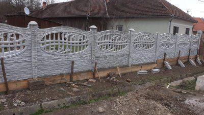Gard din placi beton Bucova - imagine 1