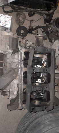 Продам двигатель  по запчастям на ниссан падфайндер R50 VG33