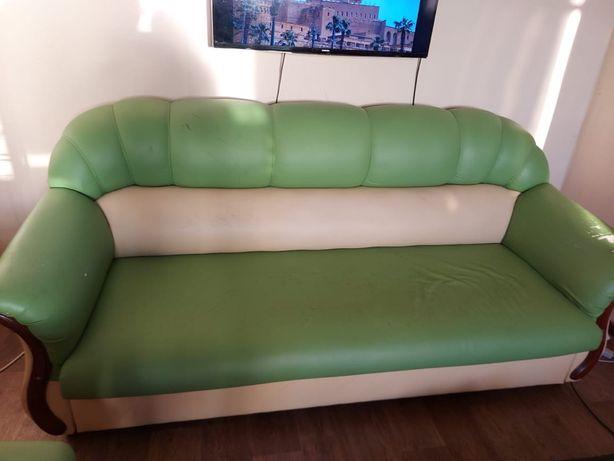 Кожаные россиские кресло,и диван