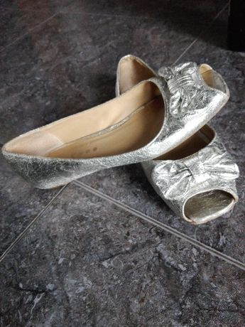 Сладки сребърни обувки by Kaffe Пантофки на GAP