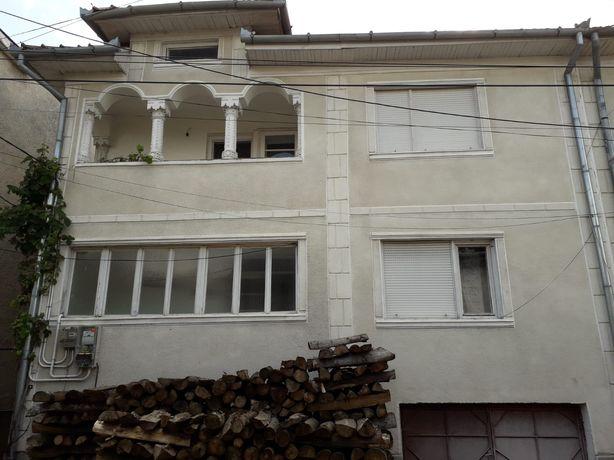 Casa/Vila 5 camere cu etaj 180 mp + 90mp (demisol si garaj) Stei Bihor