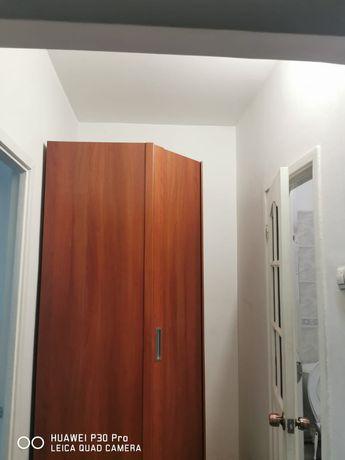 Шкаф угловой в прихожей