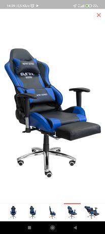 Игровое кресло с подставкой для ног