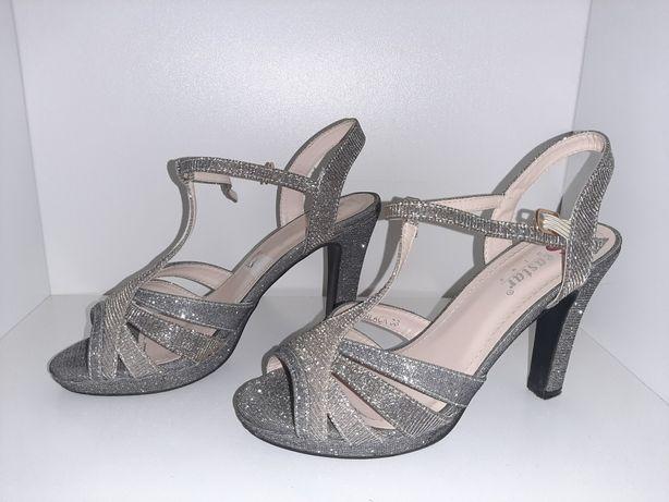 Sandale , numărul 36