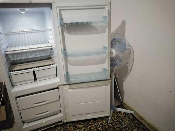 Продам холодильник район Саялы 2
