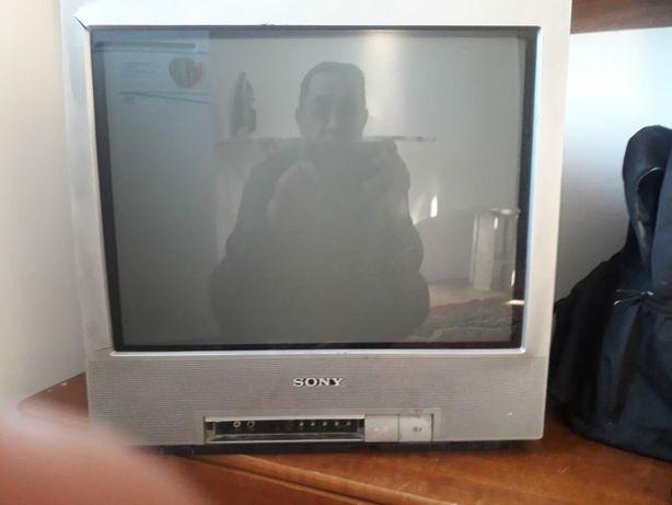 Телевизор сони  с пультом рабочий без минуса