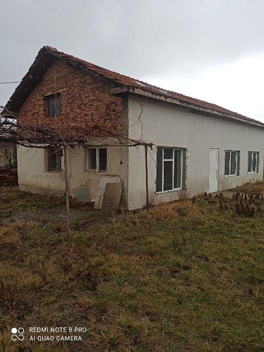 Къща в село с киноцентър до София