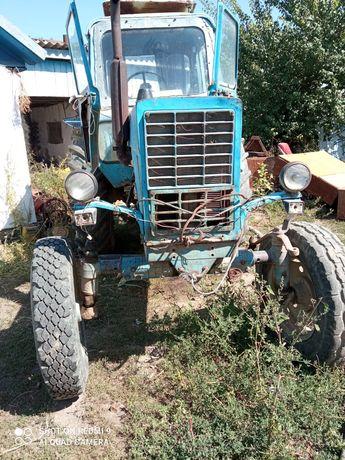 Трактор с пресом