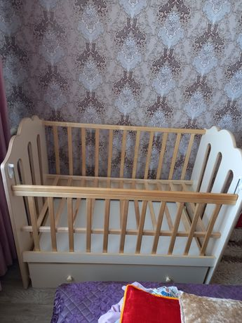 Продаётся детская кроватка (манеж,качалка)