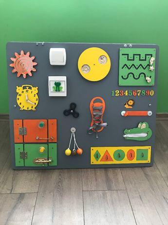 Бизиборд Busy board .Развиваща дъска по метода Монтесори