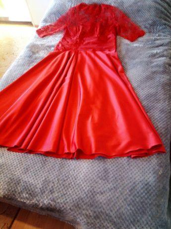 Червена официална рокля