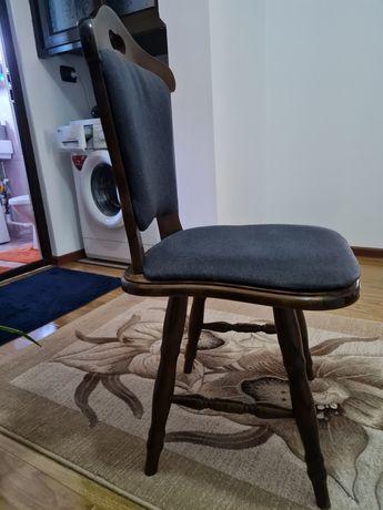 Scaun din lemn  , tapisat  !