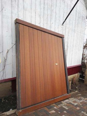 Ușă de garaj automatizată