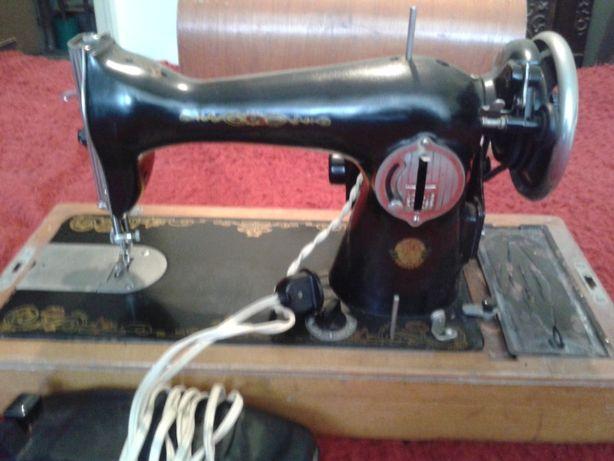 Masina de cusut electica ruseasca (veche-colectie)-reducere