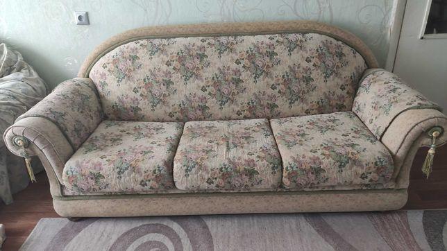 Диван и два кресла в классическом стиле для гостиной