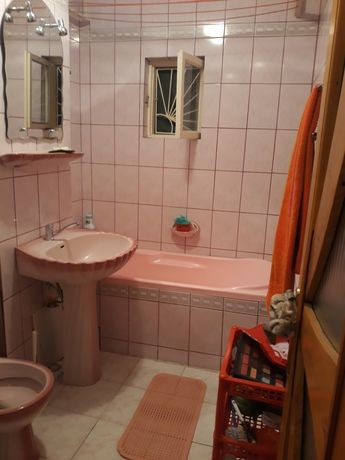 Vand apartament la parter str.Grigore Gabrielescu   craiovita  .
