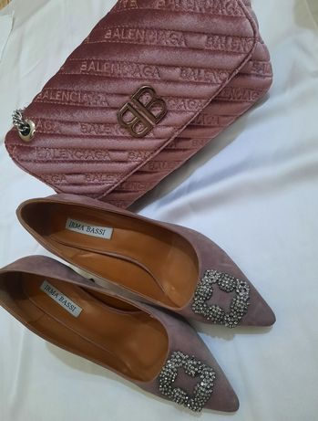 Новая сумка Balenciaga и туфли Manolo Blahnik