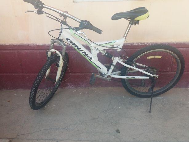 Спортивный велосипед в хорошем состоянии