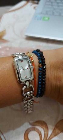 Дамски часовници с метални верижки