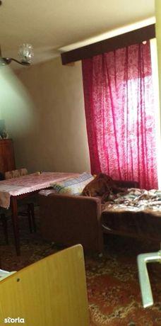 Apartament cu 2 camere de vânzare în zona UMF